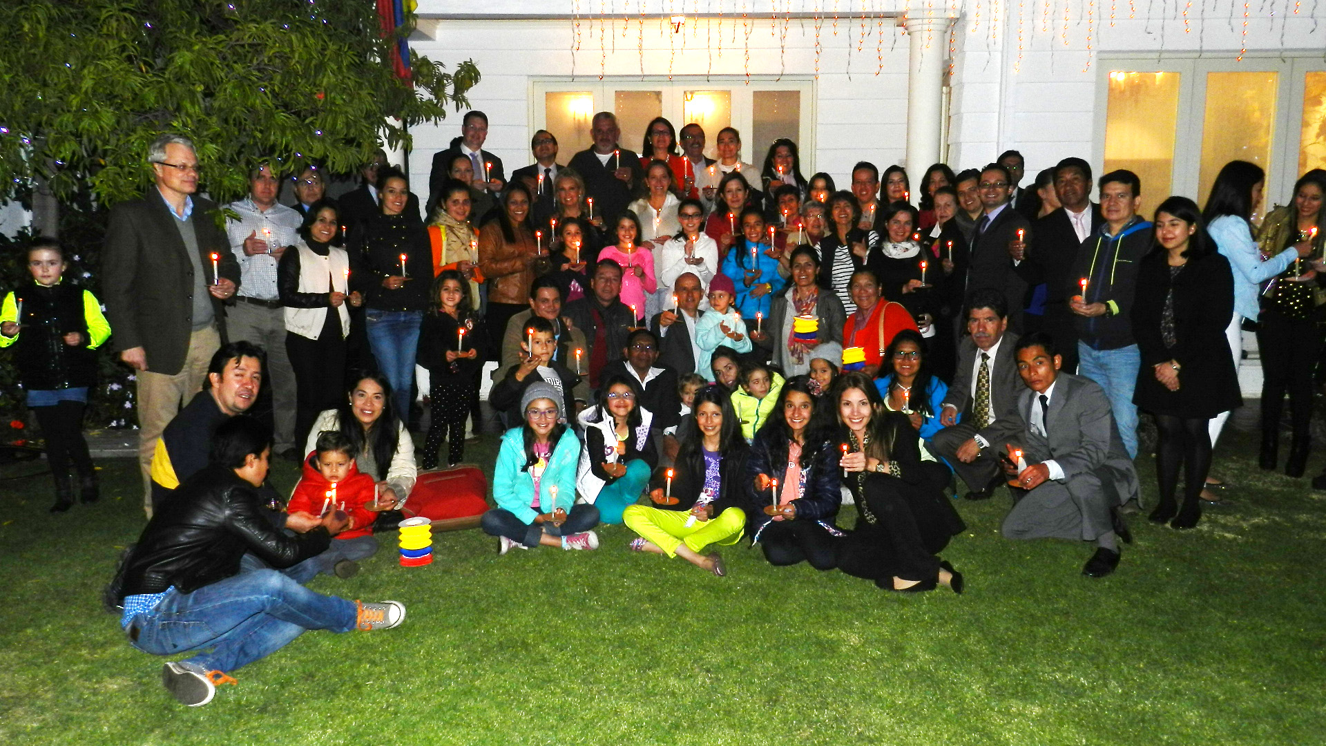 Embajada de Colombia celebró el día de las velitas junto a la colonia colombiana residente en Bolivia