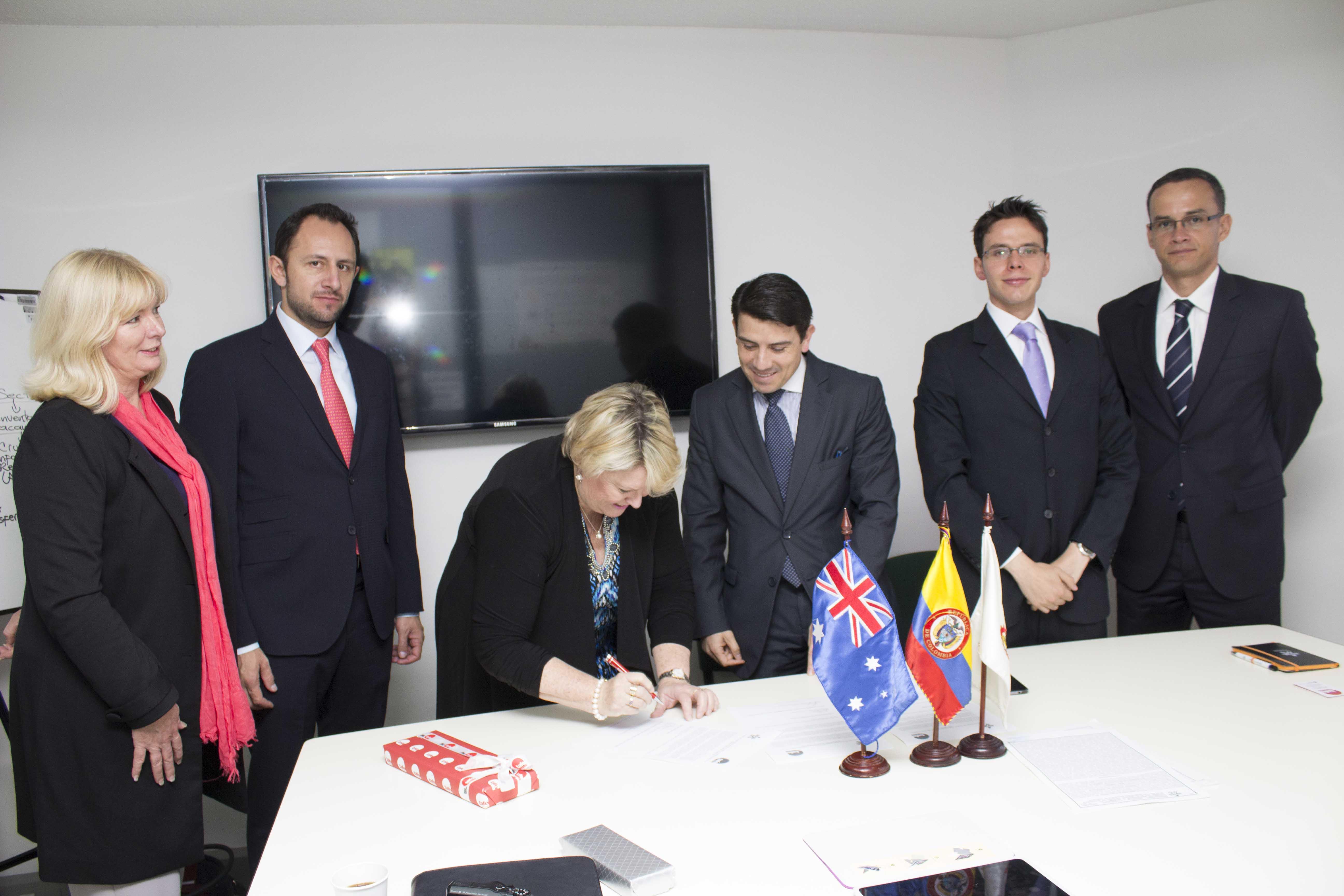 Con el apoyo de la Embajada de Colombia, se firmó el convenio marco de cooperación internacional entre el Sena y Tafe Queensland Skilltech de Australia